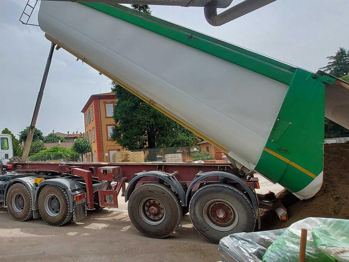 Camion scarico sabbia Eurofer Vetralla